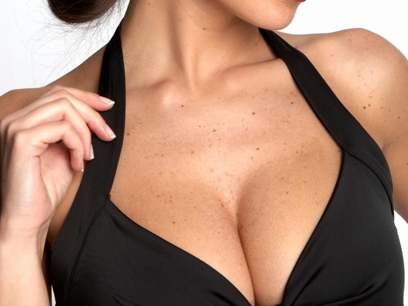 Какую грудь мужчины считают у женщин идеальной?