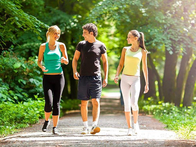 Как пешие прогулки помогают похудеть?