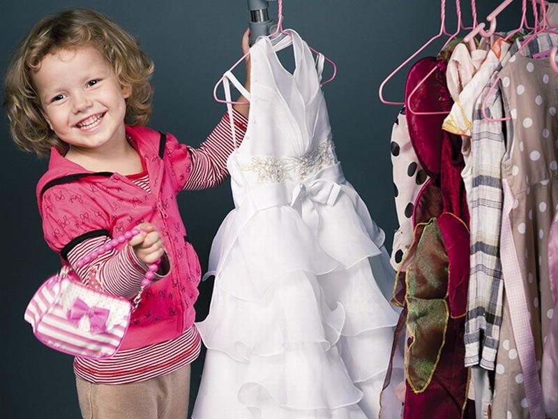 Почему не стоит одевать детей как маленьких взрослых?