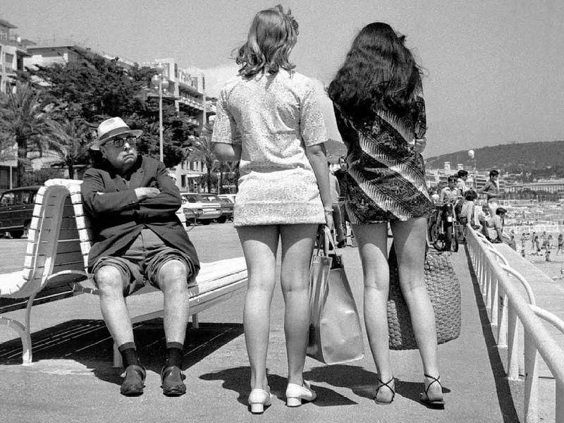 Почему школьницы в СССР носили мини-юбки?