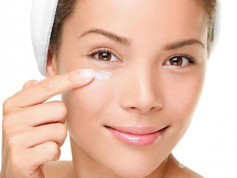 Как приготовить масло для глаз, которое уменьшает темные круги и отеки?