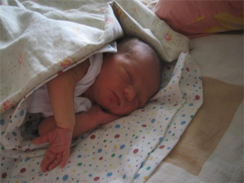 Как приучить ребёнка спать без пеленания?