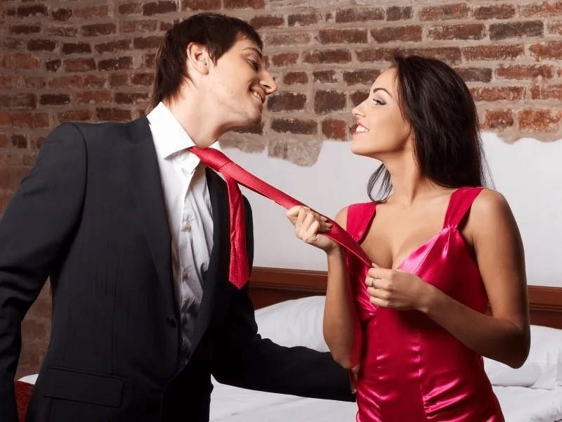 Ухаживаем за мужчиной, завязывая галстук