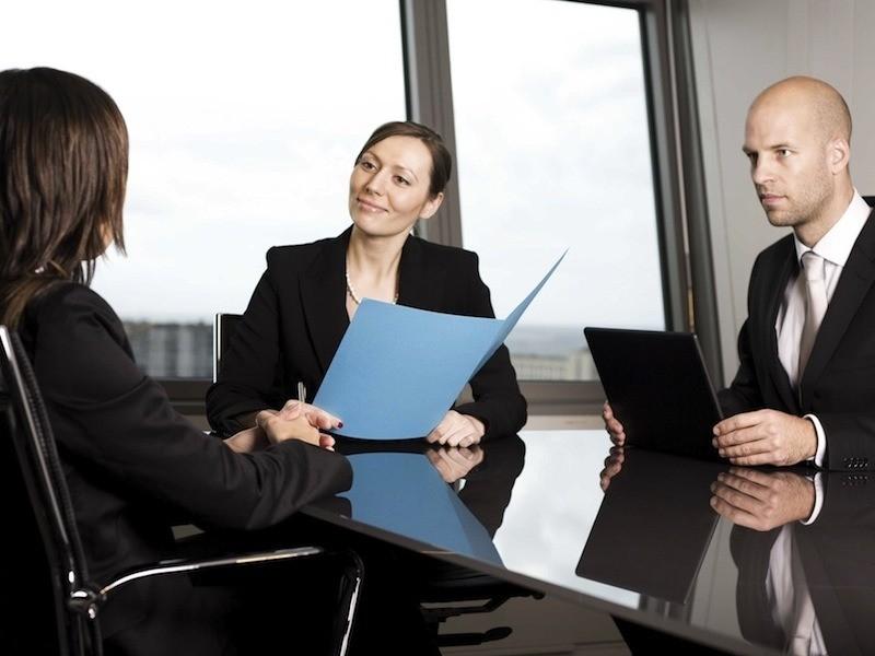 Почему некоторые женщины, имеющие высокие должности, ведут себя по-хамски?