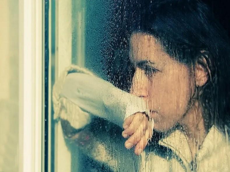 Почему и от чего плачет девушка в автомате?