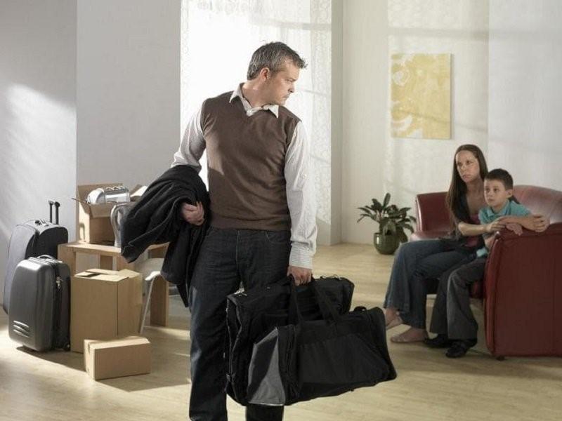Считается ли мелочным муж, который при разводе забирает вещи?