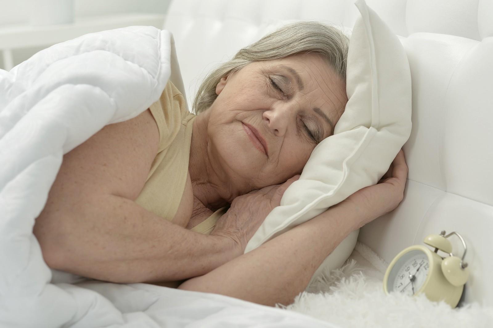 Почему женщины после 50 лет страдают бессонницей?