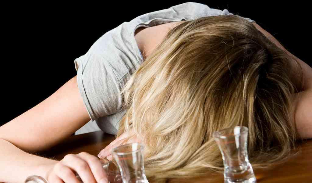 Как распознать алкогольную зависимость у женщины?