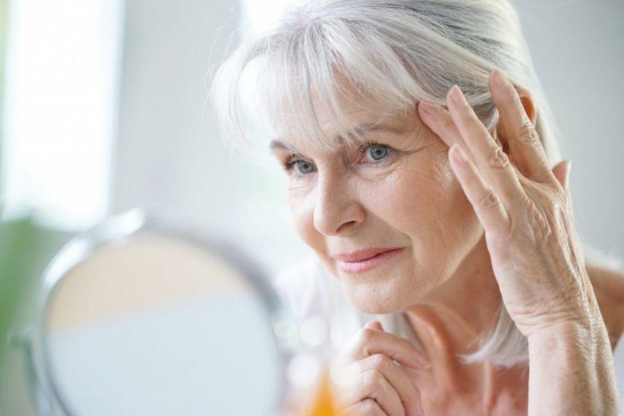 Что особенно сильно старит женщину?