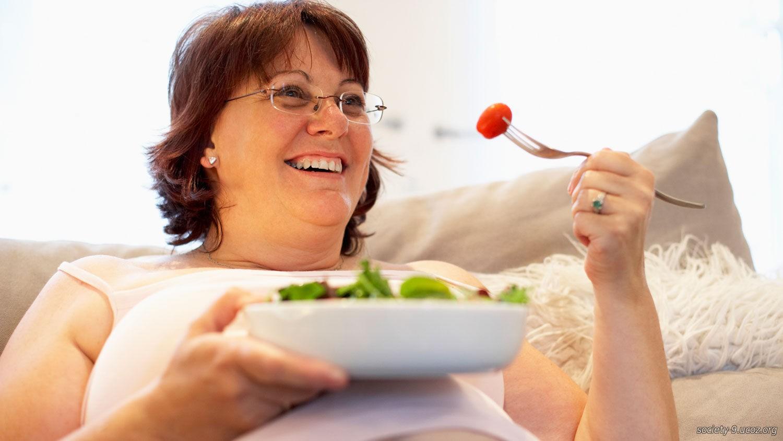 Почему после 40 лет женщины набирают вес?