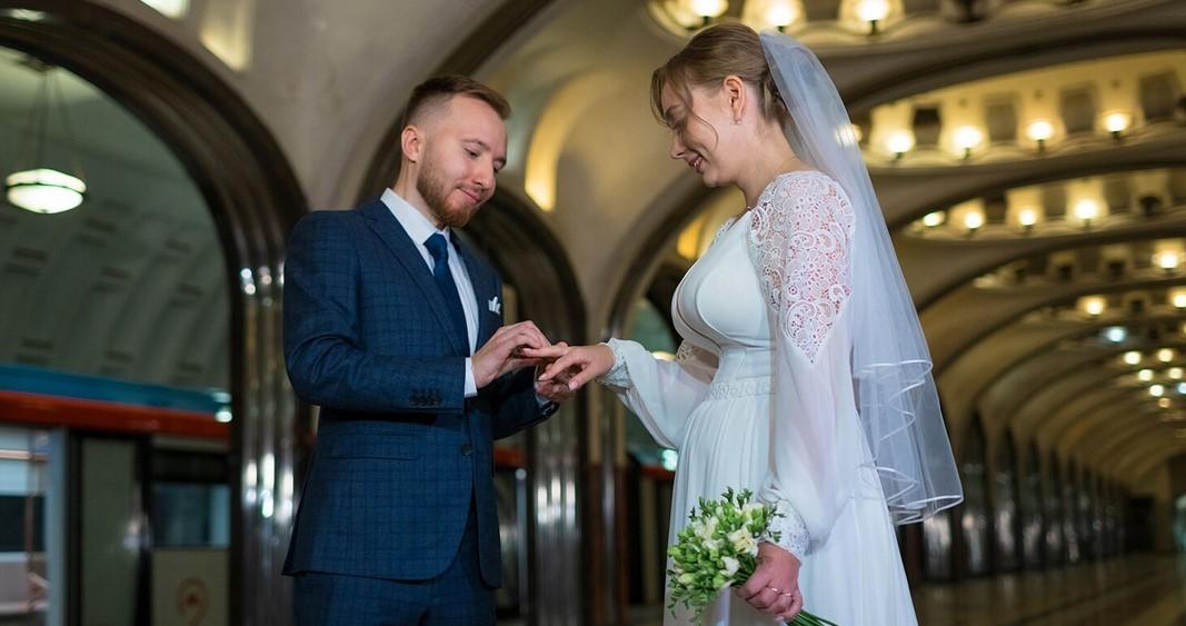 Впервые в московском метро зарегистрировали брак
