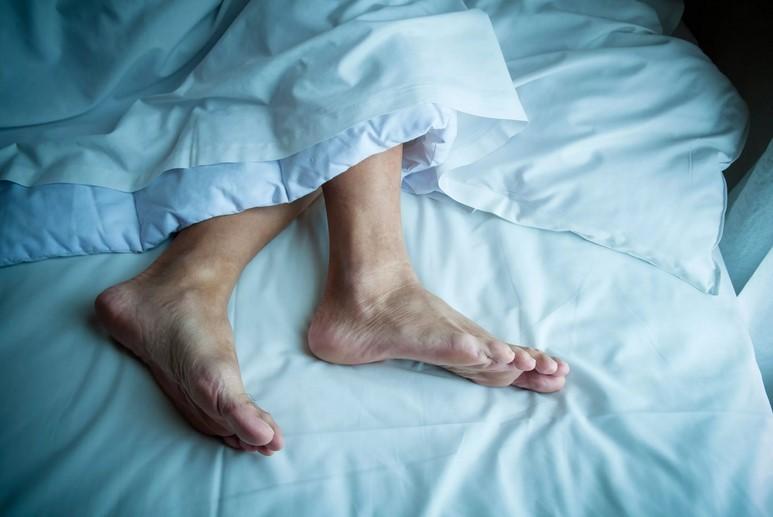 Из-за чего по ночам сводит ноги судорогой?